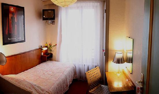 Azurene Royal Hotel: single room