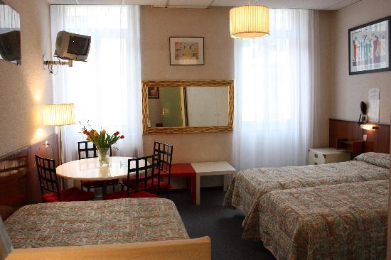Azurene Royal Hotel: quadruple room
