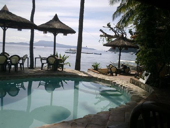 Portofino Beach Resort : Swimming Pool and Restaurant