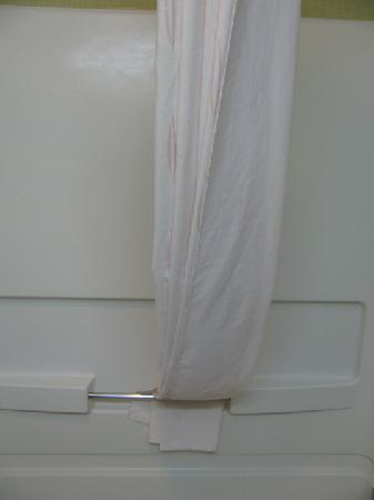 Comfort Suites Highlands Ranch Denver Tech Center Area: Clean Shower. Rounded Curtain Rod for Roomier Space