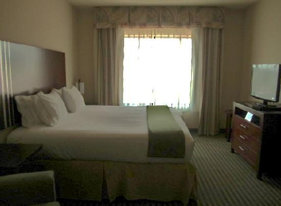 Holiday Inn Express Hotel & Suites Guthrie-North Edmond: our beautiful comfy bed