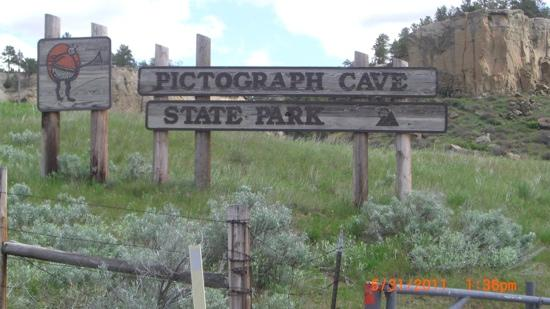Pictograph Cave State Park: entrance