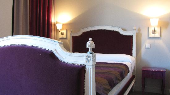 Hotel de France: New room featuring antique bedframe
