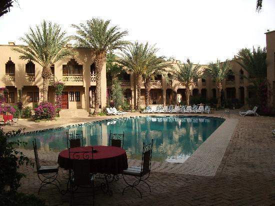 Riad Salam Erfoud: ホテルプールサイド