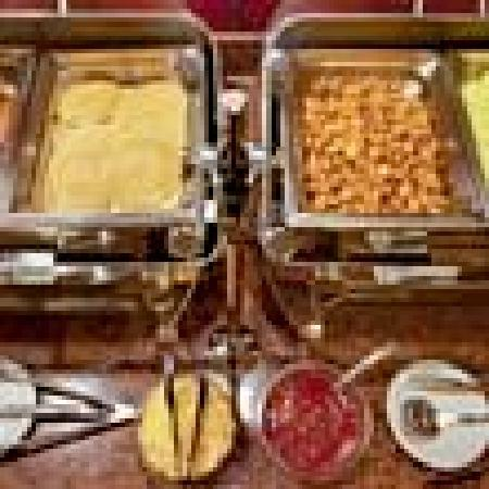 Hawthorn Suites by Wyndham -Oakland/Alameda: Hot Breakfast Buffet
