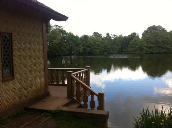 Belton House: boat house and lake