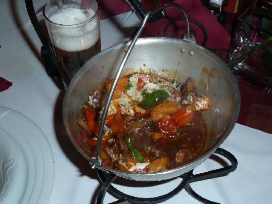 Althansky palac: Essen im Eisenkessel mit viel Paprika und Fleisch
