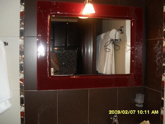 Hotel Eliton & Spa: The bathroom