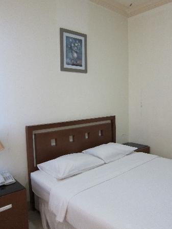JE Meridien Hotel : Bedroom