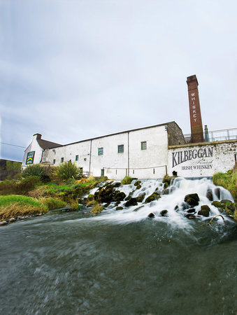 ‪أيرلندا: Ireland's whiskey distilleries‬