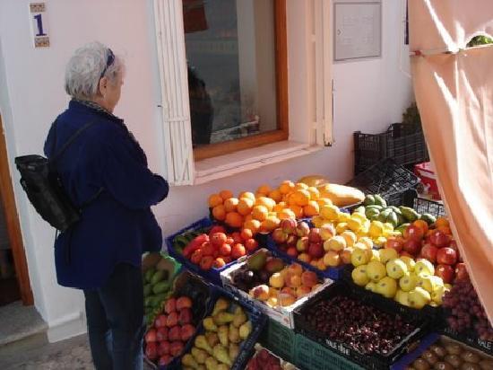 Hostal San Miguel: Always fresh fruit in small shops in Nerja