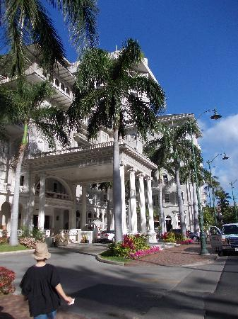 Moana Surfrider, A Westin Resort & Spa: エントランス
