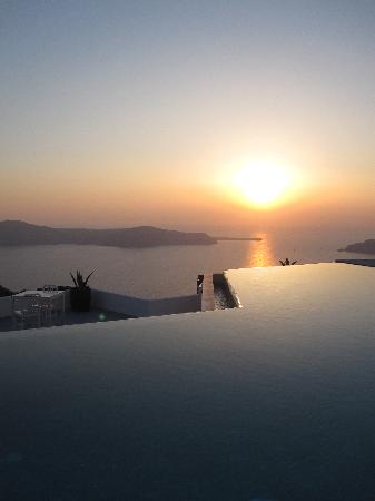 Grace Santorini Hotel: another sunset at infinity pool!