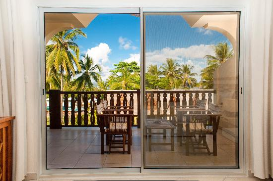 Royal Beach Hotel : la terrase d'une chambre