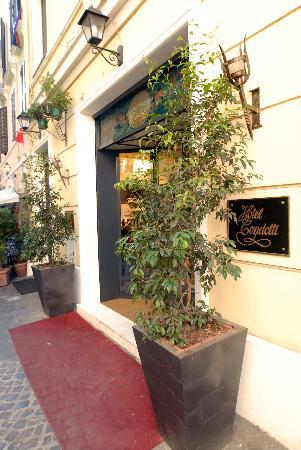 Condotti Hotel: Hotel Condotti entrance