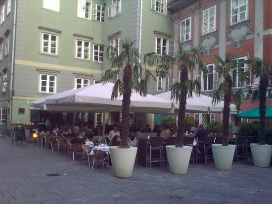 Eckstein: Der schöne Gastgarten in der Fußgängerzone