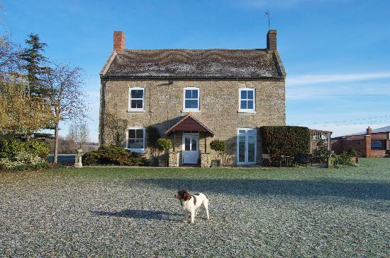 Lincoln Lodge Farmhouse: From the outside