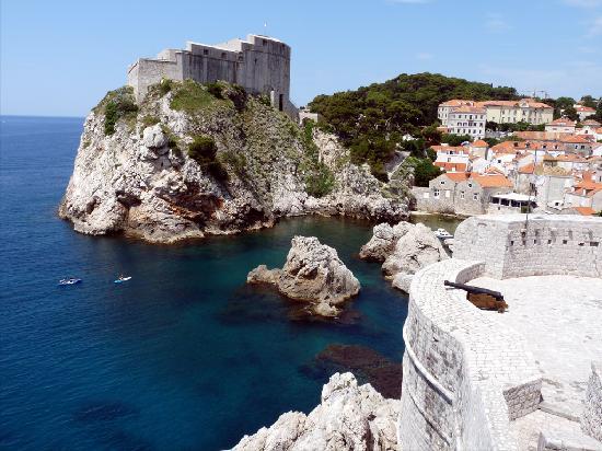 Plat, Croatia: Dubrovnik avec vue de sa citadelle