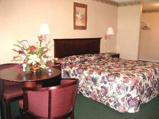 Yorktown Motor Lodge: Deluxe - King