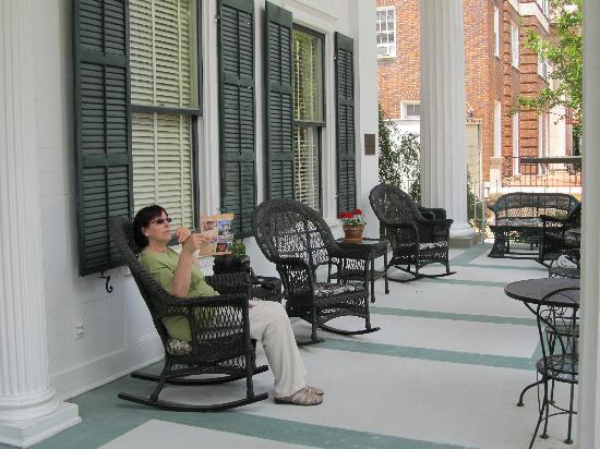 1842 Inn: Relaxing in style.