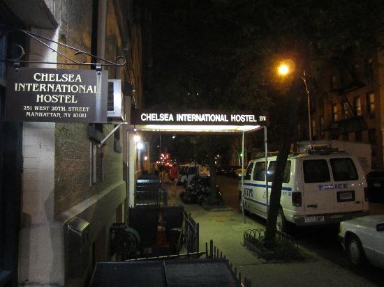 Chelsea International Hostel: Outside of hostel