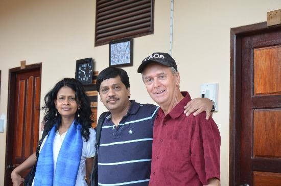 Jammee Guest House: Mr Lyle (extreme right) with us.