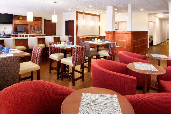 Four Points by Sheraton Houston Hobby Airport: 747 Restaurant and Bar.