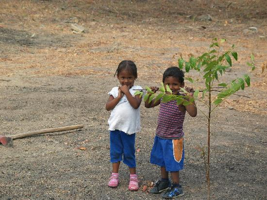 Hacienda Iguana: Two local kids on the farm