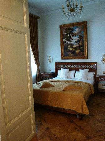 St. George Residence: bedroom