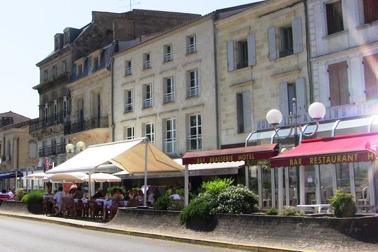 Pauillac, France: street side dining