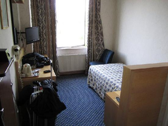 single room picture of imperial hotel london tripadvisor. Black Bedroom Furniture Sets. Home Design Ideas