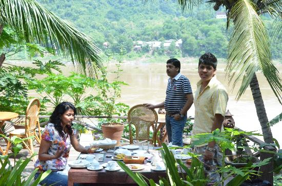 Villa Chitdara 2 Guesthouse: Breakfast on the river at ChitDara2