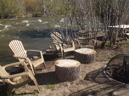 South Fork, CO: Firepit along the river....beautiful.