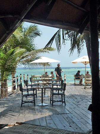 Diani Reef Beach Resort & Spa: view beach bar/restaurant