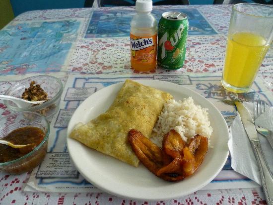 Roti Palace: My lunch of boneless chicken roti.