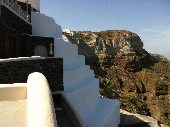 Petit Palace Suites Hotel: Stunning cliffs...