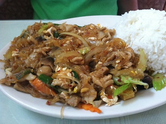Thai Taste: lunch special served with soup & an spring roll