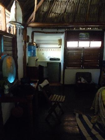 Zomay Hotel Holbox: La cocina y parte del living pequeño