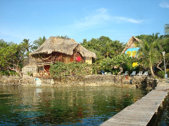Isla del Pirata : Family room by the water
