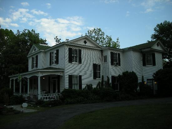 Inn on Poplar Hill: The exterior of the Inn