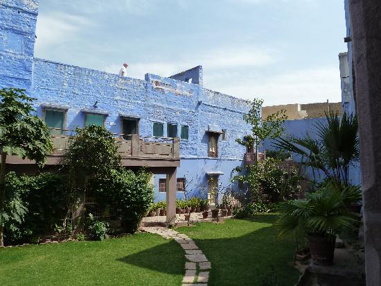 Bristows Haveli: Garden showing 2 bedroom balconies