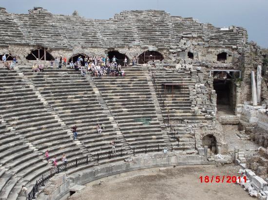 Dosi Hotel: Le théâtre antique de Sidé