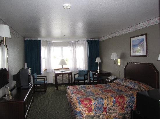Anchor Beach Inn: Room
