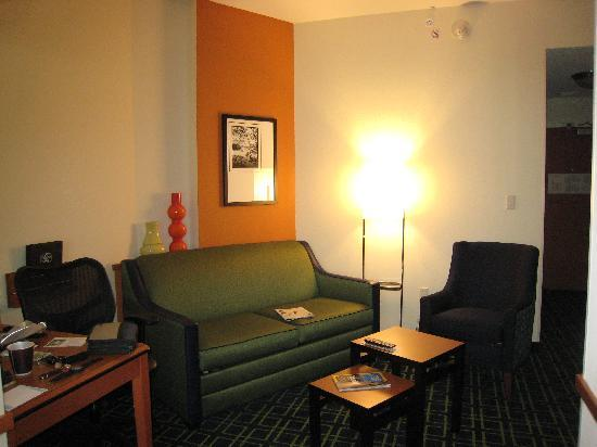 Fairfield Inn & Suites Houston Conroe Near The Woodlands®: Livingroom