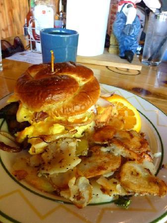 Novel House Inn at Zion: Steak Breakfast sandwich at Wildcat Willies - best EVER!