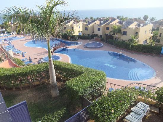 Bahia Meloneras Bungalows: Beautiful clean swimming pool & large children's pool