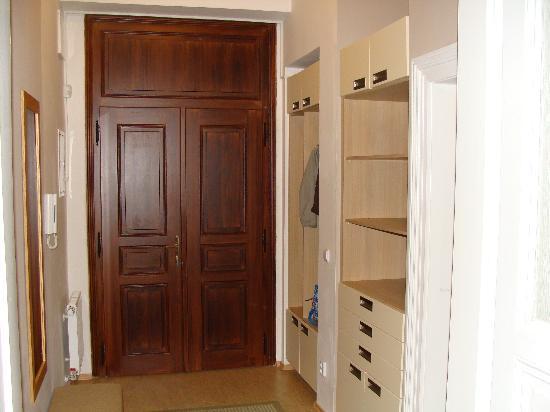 Arcadia Residence: Door Entrance
