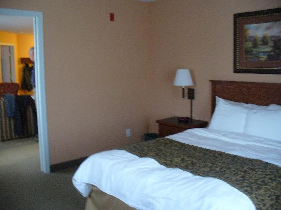 GrandStay Residential Suites Hotel Rapid City: large bedroom