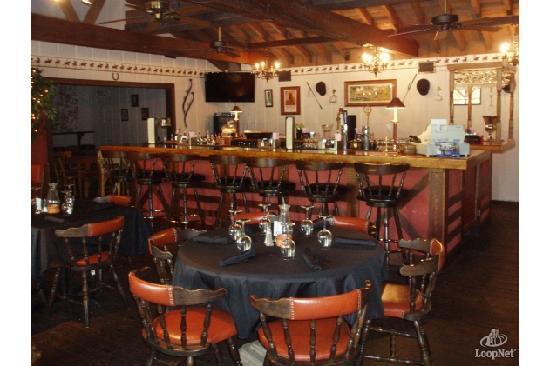 Equestrian Park Grill : main room