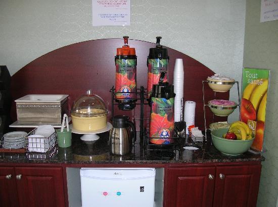 Quality Suites Mont Sainte Anne : Q Corner Breakfast